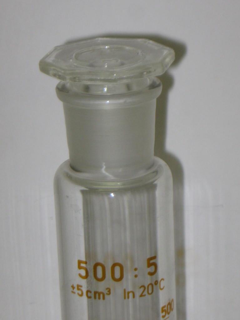 STEZA - Laboratorní válec odměrný, vysoký, 500 ml - se zábrusem a zátkou - SIMAX (Válec odměrný 500 ml.)